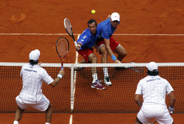 Radek Stepanek (2nd L) of Czech Republic plays a shot next to teammate Tomas Berdych (2nd R) during their Davis Cup World Group doubles match against Eduardo Schwank (R) and Carlos Berlocq in Buenos Aires September 15, 2012. REUTERS/Marcos Brindicci (ARGENTINA - Tags: SPORT TENNIS)