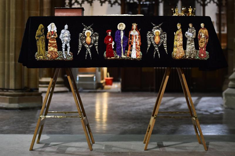 The coffin containing the remains of King Richard III is draped in a specially-embroidered 'pall' and adorned with a crown as it sits in repose inside Leicester Cathedral on March 22, 2015 (AFP Photo/Ben Stansall)