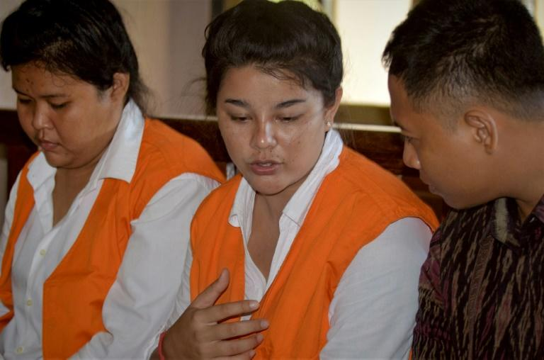 Thais Sanicha Maneetes and Kasarin Khamkhao with an interpreter during their sentencing in Bali