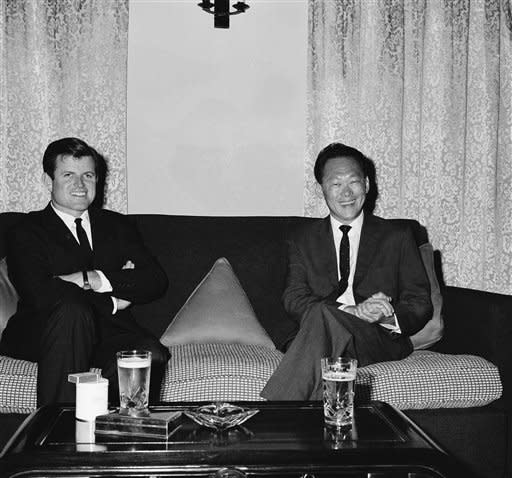 Sen. Edward M. Kennedy of Massachusett mets Premier Lee Kuan Yew at Sri Temasek, Singapore on Sunday, Oct. 31, 1965. Kennedy is here on a two-day fact-finding visit. (AP Photo/Wan Chak Lam)