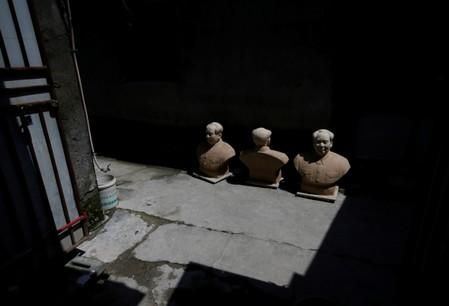 The Wider Image: Busts of leaders a hit in China's porcelain capital