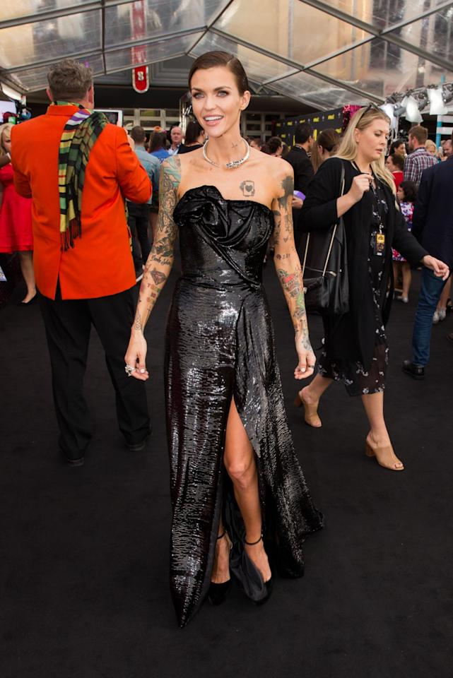 <p>Rose's strapless black floor-length gown gave off the impression that it was made of liquid metal.(Photo: Getty Images) </p>