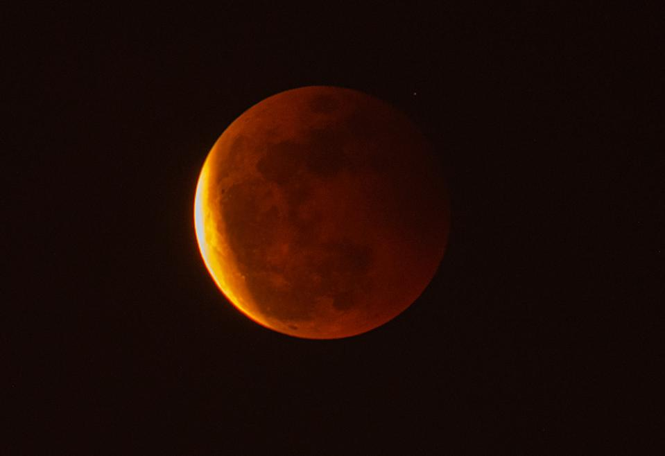 <p>DONGGUAN, CHINA - MAY 26: The super moon is seen during the total lunar eclipse on May 26, 2021 in Dongguan, Guangdong Province of China. (Photo by Gong Mingyang/VCG via Getty Images)</p>