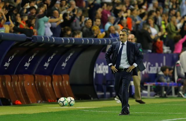 Soccer Football - La Liga Santander - Levante vs FC Barcelona - Ciutat de Valencia, Valencia, Spain - May 13, 2018 Barcelona coach Ernesto Valverde reacts REUTERS/Heino Kalis