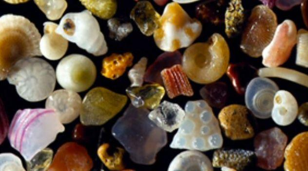 Dr Gary Greenberg uses a special microscope to take zoomed-in images of individual grains of sand. Photo: Yahoo! News