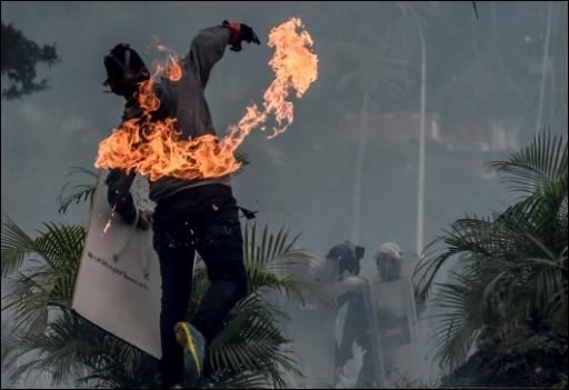 Flammender Protest in Caracas
