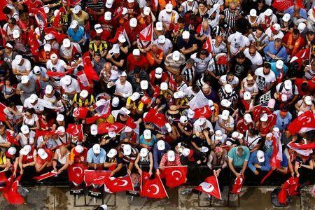 Supporters of Muharrem Ince, presidential candidate of Turkey's main opposition Republican People's Party (CHP), attend an election rally in Istanbul, Turkey June 23, 2018. REUTERS/Osman Orsal TPX IMAGES OF THE DAY