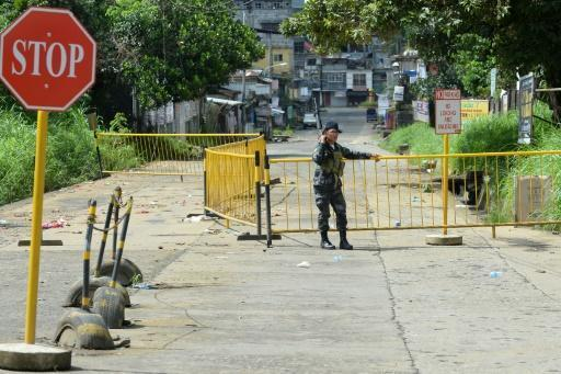 2,000 trapped as fighting rages in Philippine city: govt