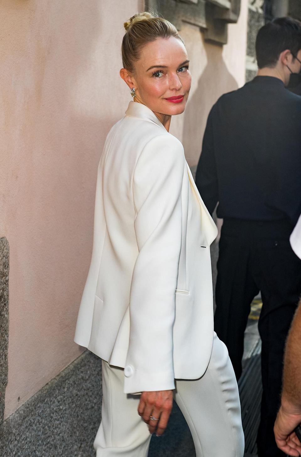 <p>Kate Bosworth arrives in all white at the Giorgio Armani Fashion Show during Milan Men's Fashion Week on June 21 in Milan.</p>