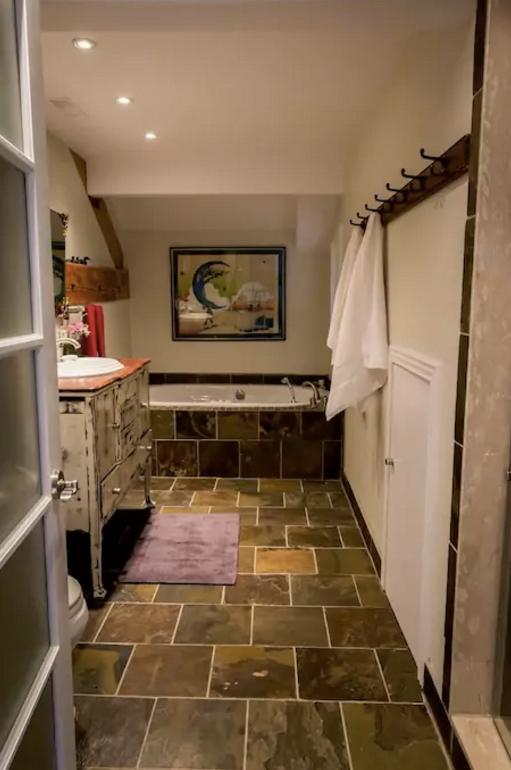 <p>The master bathroom also has a luxurious jacuzzi and walk-in shower. </p>