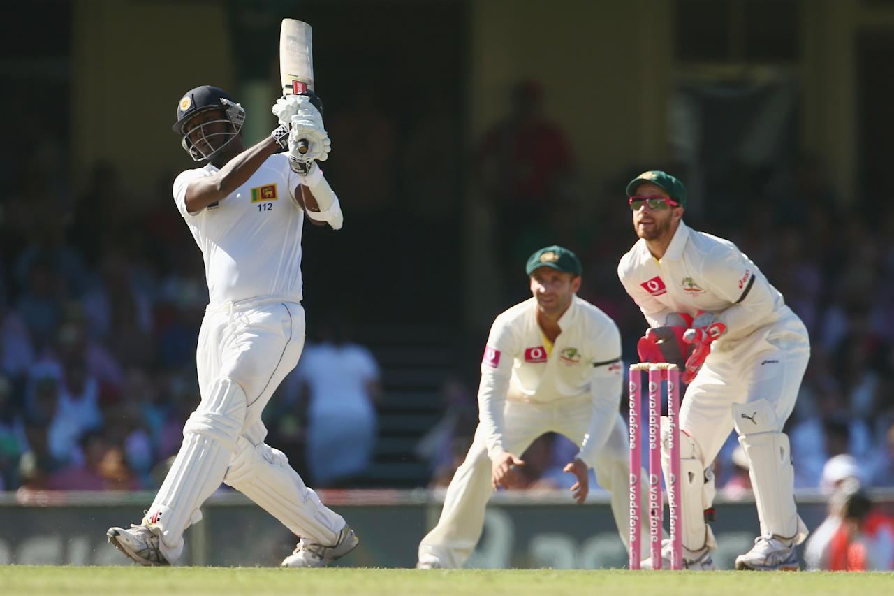 SYDNEY, AUSTRALIA - JANUARY 05:  Angelo Mathews of Sri Lanka bats during day three of the Third Test match between Australia and Sri Lanka at Sydney Cricket Ground on January 5, 2013 in Sydney, Australia.  (Photo by Mark Kolbe/Getty Images)
