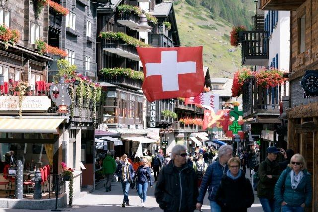 Carnivals, cars, concerts: Swiss crack down on virus