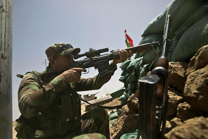 A member of Kurdish Peshmerga forces scans the area during clashes with jihadist militants near the northern Iraqi village of Bashir (Basheer), on August 2, 2014 (AFP Photo/Rick Findler)