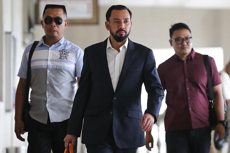 Datuk Amhari Efendi Nazaruddin leaves the courtroom during a break in the 1MDB trial at the Kuala Lumpur Courts Complex September 18, 2019. — Picture by Yusof Mat Isa