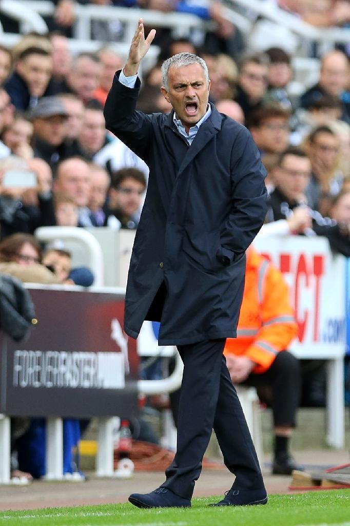 Chelsea's manager Jose Mourinho reacts during their English Premier League match against Newcastle, at St James' Park in Newcastle-upon-Tyne, on September 26, 2015 (AFP Photo/Ian MacNicol)
