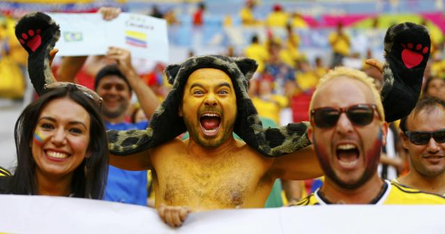Colombia fans cheer before the team's 2014 World Cup Group C soccer match against Ivory Coast at the Brasilia national stadium in Brasilia June 19, 2014. REUTERS/Paul Hanna (BRAZIL - Tags: SOCCER SPORT WORLD CUP SOCIETY)