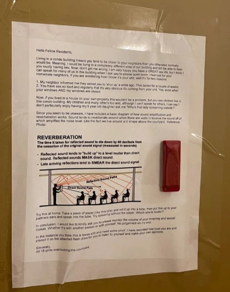 The note and recording on the neighbour's door. ― Picture via Reddit