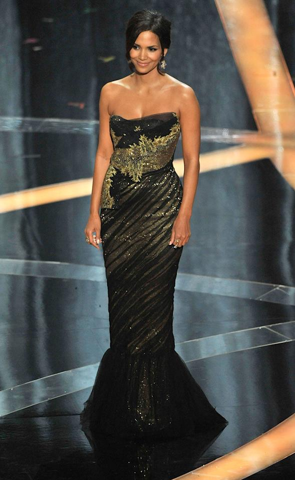 Halle Berry   Grade: A-       Hollywood's hottest mom was the epitome of elegance in a sleek 'n' strapless Marchesa brocade beauty.