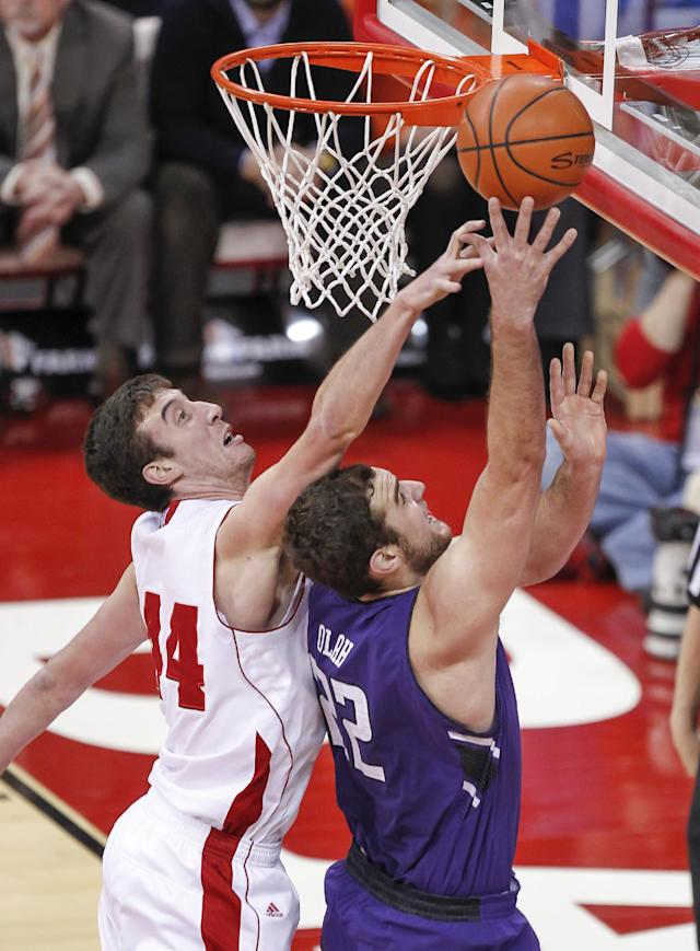 Wisconsin's Frank Kaminsky, left, knocks the ball away from Northwestern's Alex Olah during the first half of an NCAA college basketball game Wednesday, Jan. 29, 2014, in Madison, Wis. (AP Photo/Andy Manis)