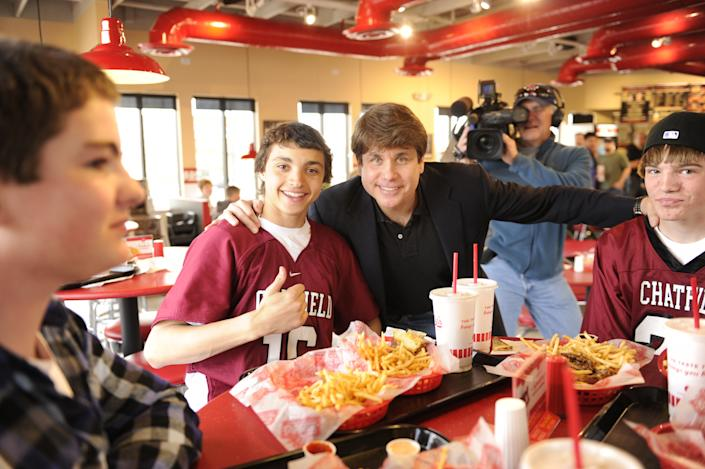 Former Illinois Gov. Rod Blagojevich poses with students from Chatfield High School on Thursday March 15, 2012 at a restaurant before arriving at prison in Littleton, Colorado, to serve a sentence of 14 years on corruption charges. (Joe Amon, The Denver Post / AP Photo)