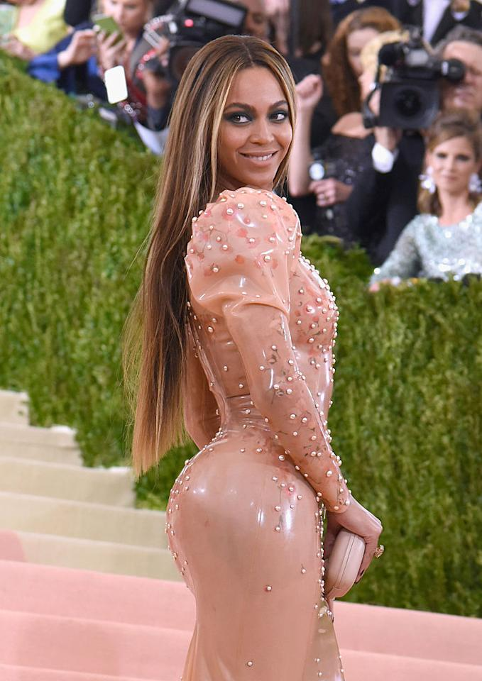 <p>Keep it simple with a long straight blow dry like Beyoncé [Photo: Getty] </p>