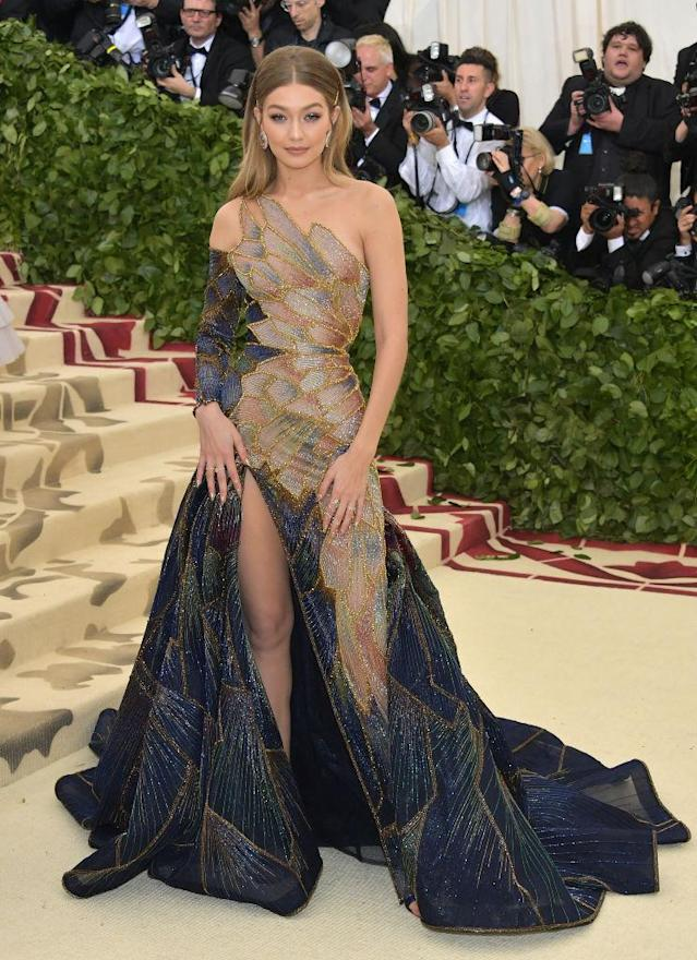 <p>The model paired an old Hollywood glam hairstyle with a mosaic-inspired Versace gown. (Photo: Getty Images) </p>