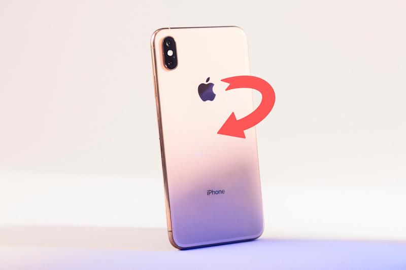 iPhone XS Max logo position change