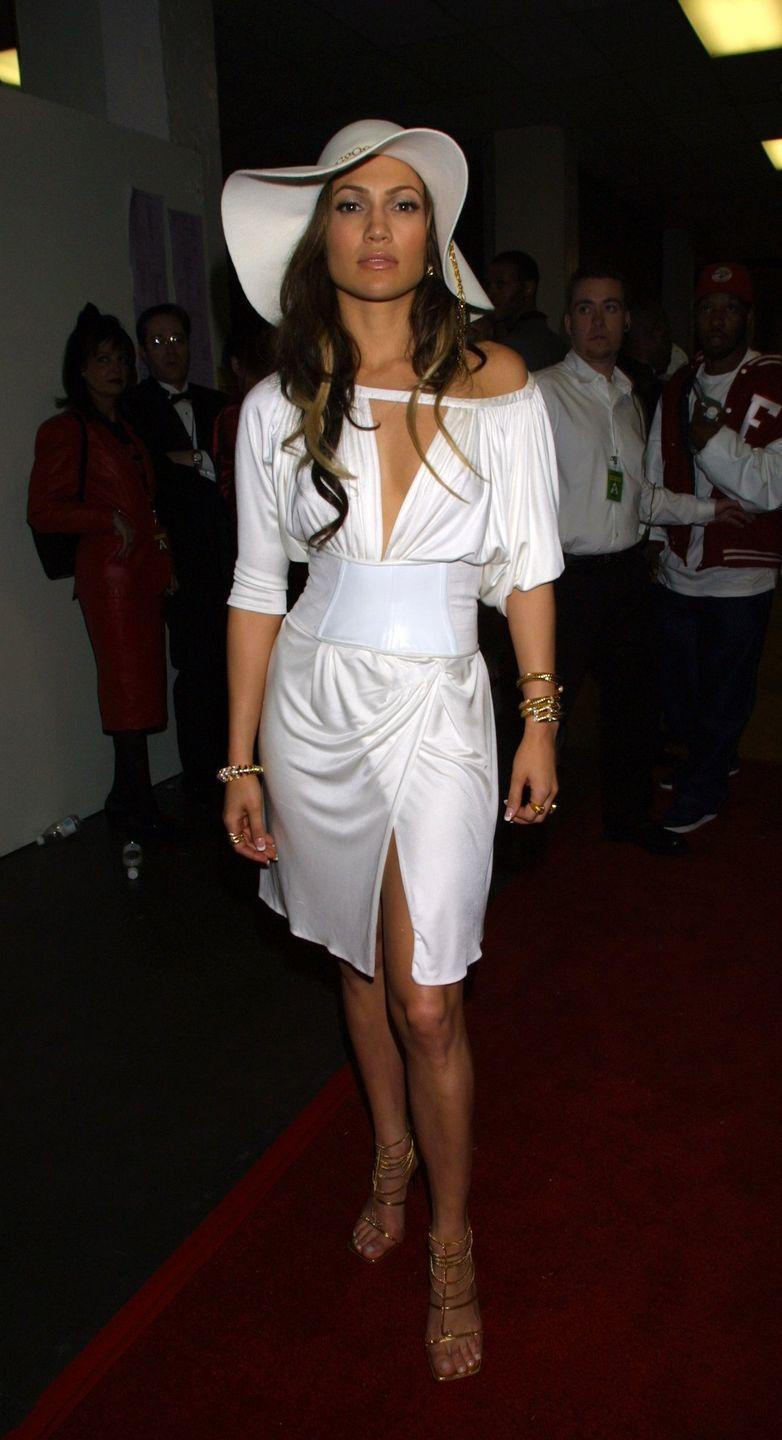 <p>Wearing hats on the red carpet is a not a new thing for Lopez.</p>
