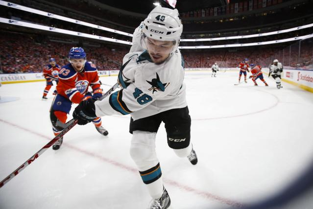 "<a class=""link rapid-noclick-resp"" href=""/nhl/players/5697/"" data-ylk=""slk:Tomas Hertl"">Tomas Hertl</a>'s fantasy value is on the rise. (Jeff McIntosh/The Canadian Press via AP)"