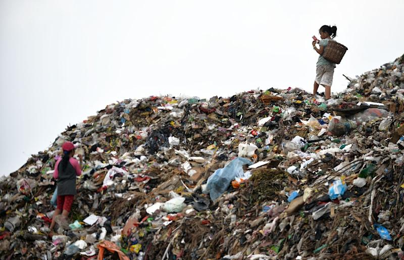 Child scavengers sort through a pile of waste at a dump area of Bantar Gebang, Bekasi districk, on the outskirts of Jakarta (AFP Photo/Bay Ismoyo)
