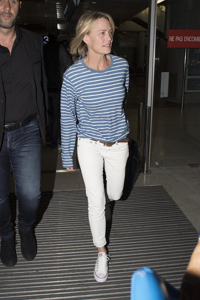 <p>Actress Robin Wright is happy to sign autographs for fans when she arrives at Nice Airport for the 2017 Cannes Film Festival wearing white jeans and a striped long-sleeve. (Photo: AKM-GSI) </p>