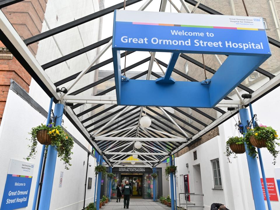 Paul Farrell worked as a porter at Great Ormond Street Hospital in London (Justin Tallis/AFP via Getty Images)