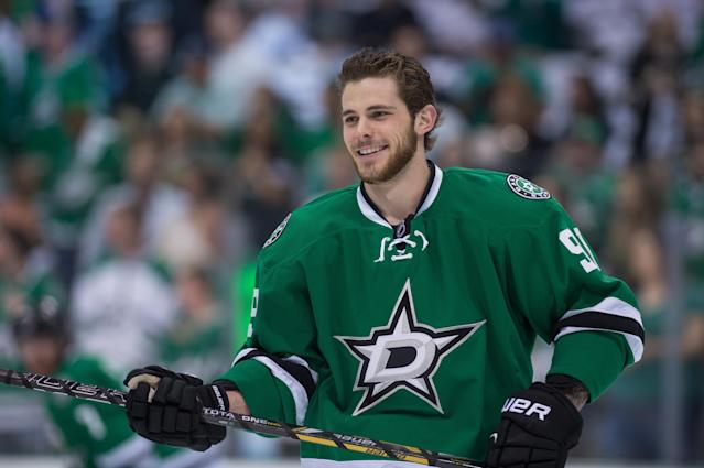 Tyler Seguin returns to Twitter, lets a guy tee off from his groin at golf classic (Video)