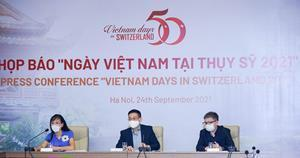 Ms. Nguyen Thi Phuong Lien, Deputy Director, VTV International Department - Mr. Tran Quoc Khanh, Deputy Director of the Department of Cultural Diplomacy and UNESCO, under Vietnam Ministry of Foreign Affairs - Mr. Le Quoc Vinh, Chairman of LeBros(From left to right)