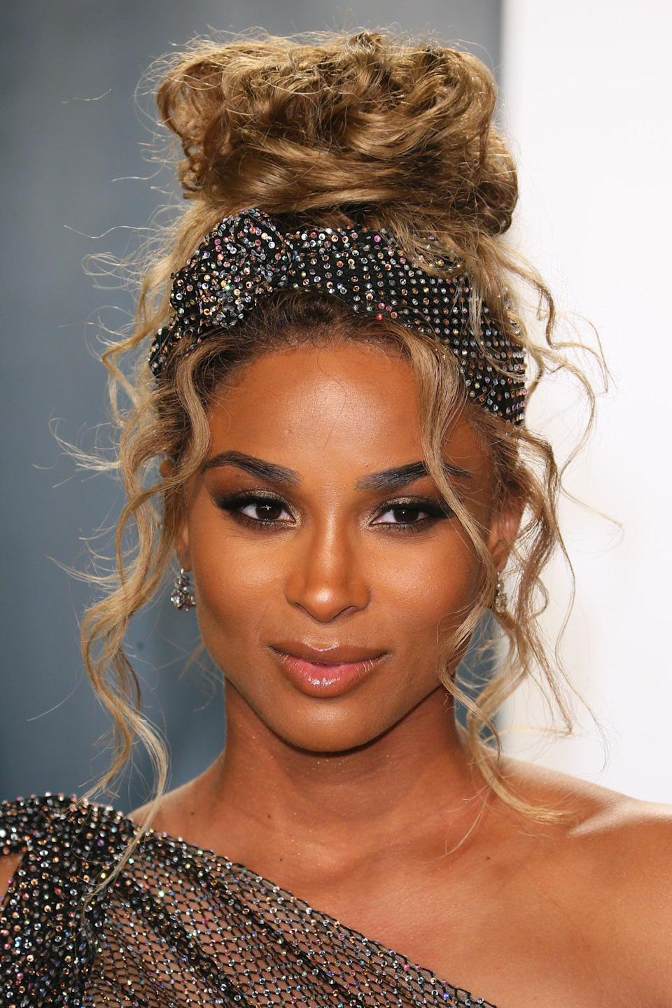 """Celebrity stylist César Ramirêz got crafty and used fabric left over from Ciara's gown to wrap her messy bun. <span class=""""copyright"""">Photo: JEAN-BAPTISTE LACROIX/AFP/Getty Images.</span>"""