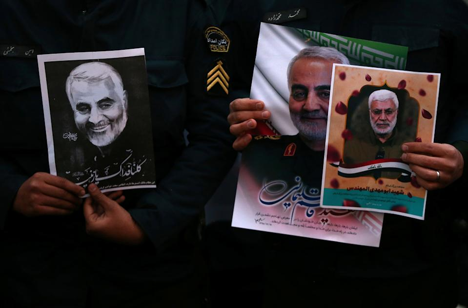 Iranian guards hold a picture of the late Iranian Major-General Qassem Soleimani, during a protest against the assassination of Soleimani, head of the elite Quds Force, and Iraqi militia commander Abu Mahdi al-Muhandis, who were killed in an air strike at Baghdad airport, in front of United Nation office in Tehran, Iran January 3, 2020. WANA (West Asia News Agency)/Nazanin Tabatabaee via REUTERS ATTENTION EDITORS - THIS IMAGE HAS BEEN SUPPLIED BY A THIRD PARTY.
