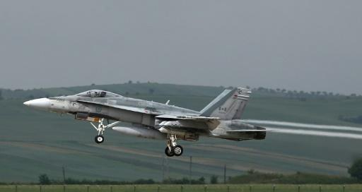 <p>Canada to buy 18 used Australian jets</p>