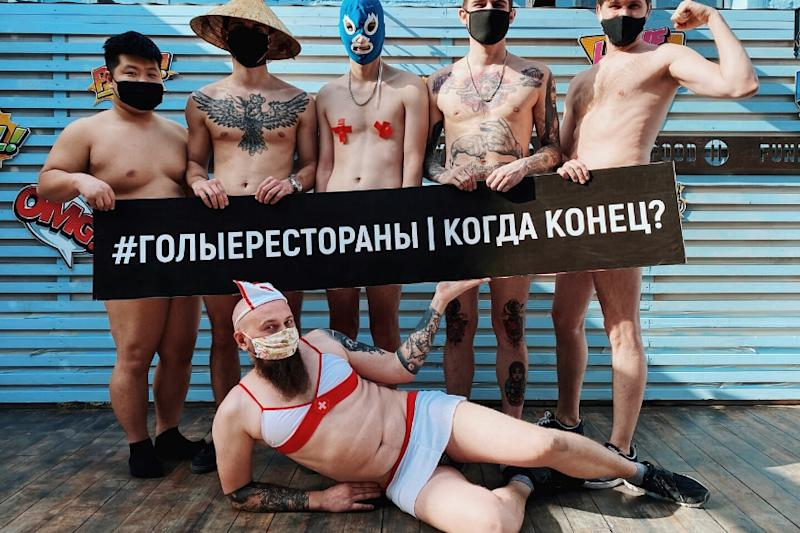 Russian Chefs Stage Naked Lockdown Protest After Pandemic 'Strips' Them of Income