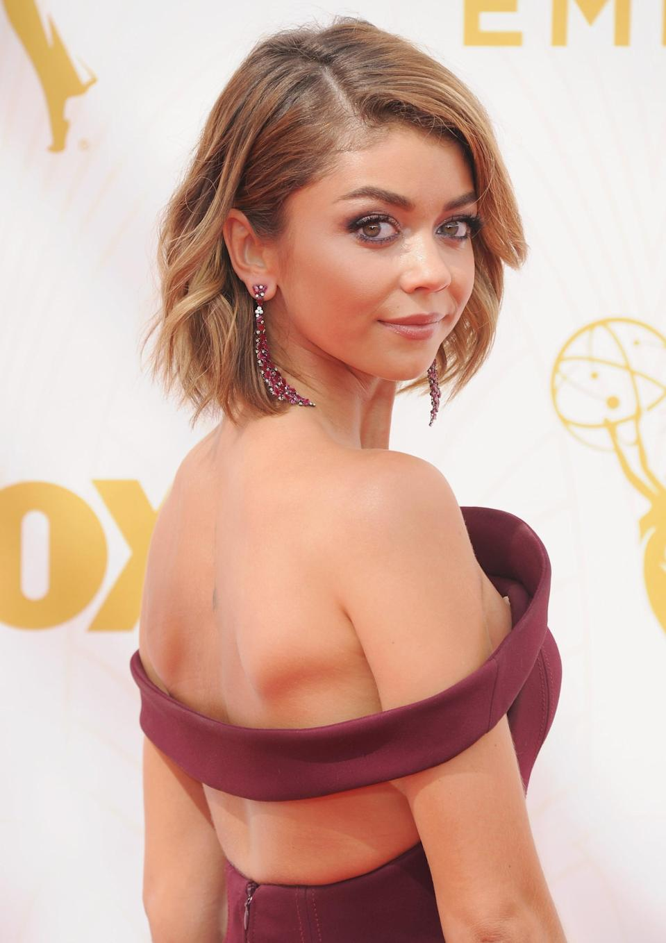 <p>Sarah Hyland's caramel-colored and chin-length bob looked stunning at the Emmys in 2015.</p>