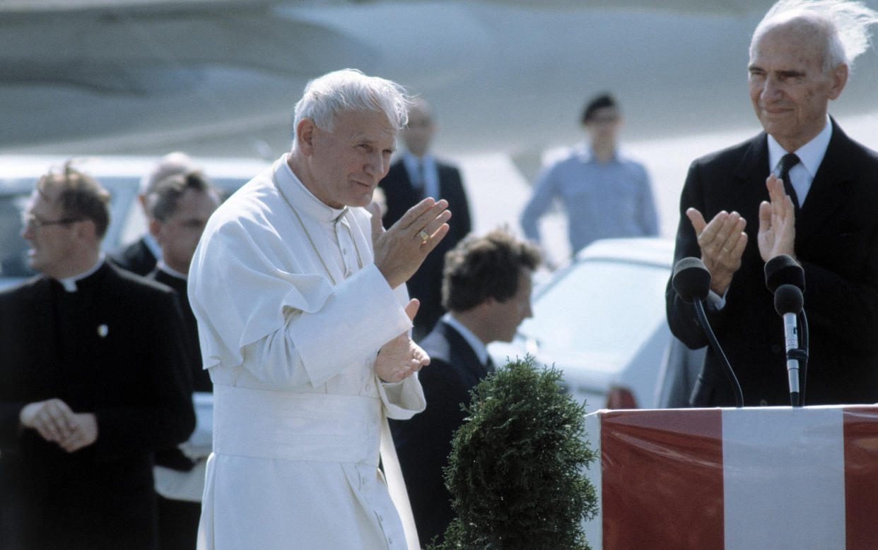 PAPST JOHANNES PAUL II / Papst Johannes Paul II bei seinem Besuch in München,1987. (Photo by kpa/United Archives via Getty Images)