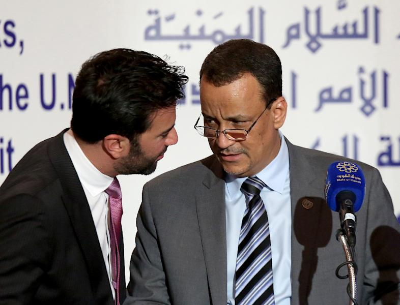United Nations Special Envoy to Yemen Ismail Ould Cheikh Ahmed (R) talks with UN spokesman Charbel Raji during a press conference on May 5, 2016 in Kuwait City (AFP Photo/Yasser al-Zayyat)