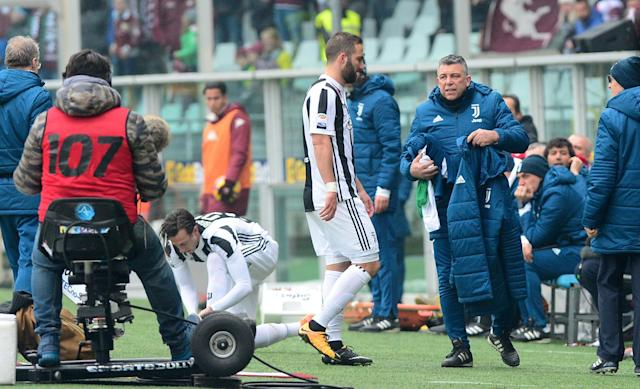 Soccer Football - Serie A - Torino vs Juventus - Stadio Olimpico Grande Torino, Turin, Italy - February 18, 2018 Juventus' Gonzalo Higuain is substituted off after sustaining an injury and is replaced by Federico Bernardeschi REUTERS/Massimo Pinca