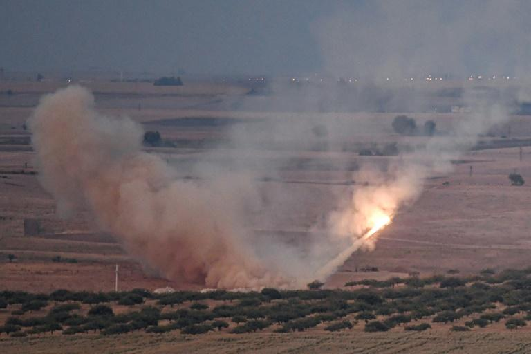 Turkish forces fired a missile towards the Syrian town of Ras al-Ain, from the Turkish side of the border (AFP Photo/Ozan KOSE)