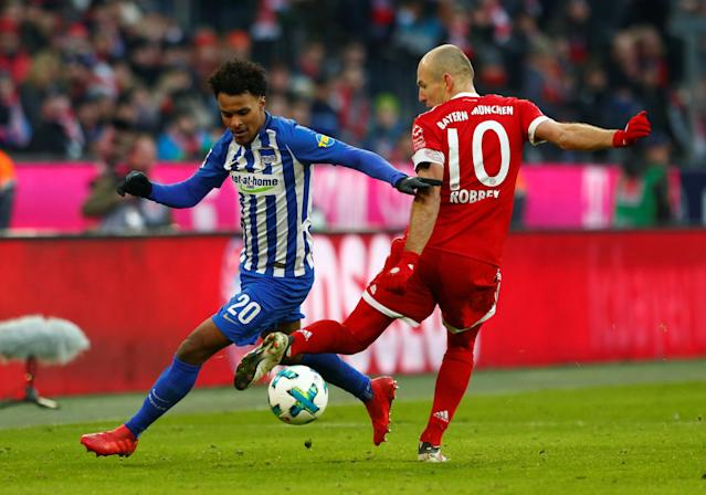 Soccer Football - Bundesliga - Bayern Munich vs Hertha BSC - Allianz Arena, Munich, Germany - February 24, 2018 Hertha Berlin's Valentino Lazaro in action with Bayern Munich's Arjen Robben REUTERS/Michaela Rehle DFL RULES TO LIMIT THE ONLINE USAGE DURING MATCH TIME TO 15 PICTURES PER GAME. IMAGE SEQUENCES TO SIMULATE VIDEO IS NOT ALLOWED AT ANY TIME. FOR FURTHER QUERIES PLEASE CONTACT DFL DIRECTLY AT + 49 69 650050