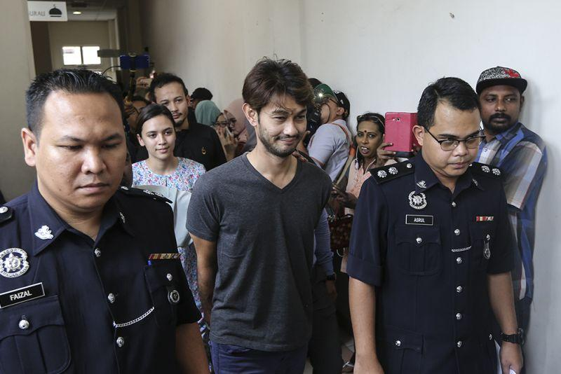 Cops urge two artistes named by Farid Kamil to surrender