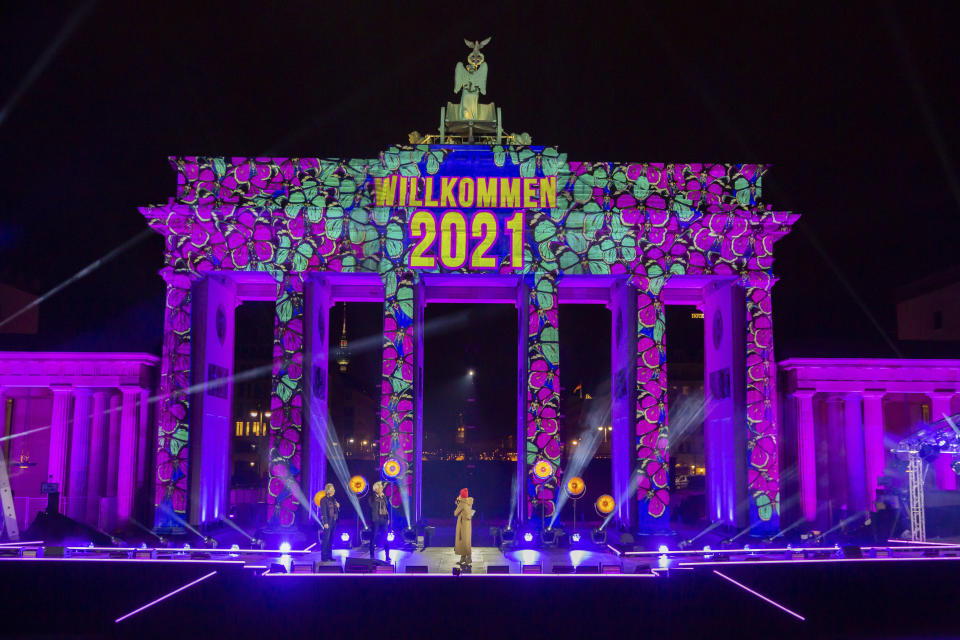 """""""Welcome 2021"""" is projected onto the Brandenburg Gate in Berlin on Thursday, Dec. 31, 2020. The New Year's Eve party at the historic landmark has been cancelled due to coronavirus pandemic. (Christoph Soeder/dpa via AP)"""