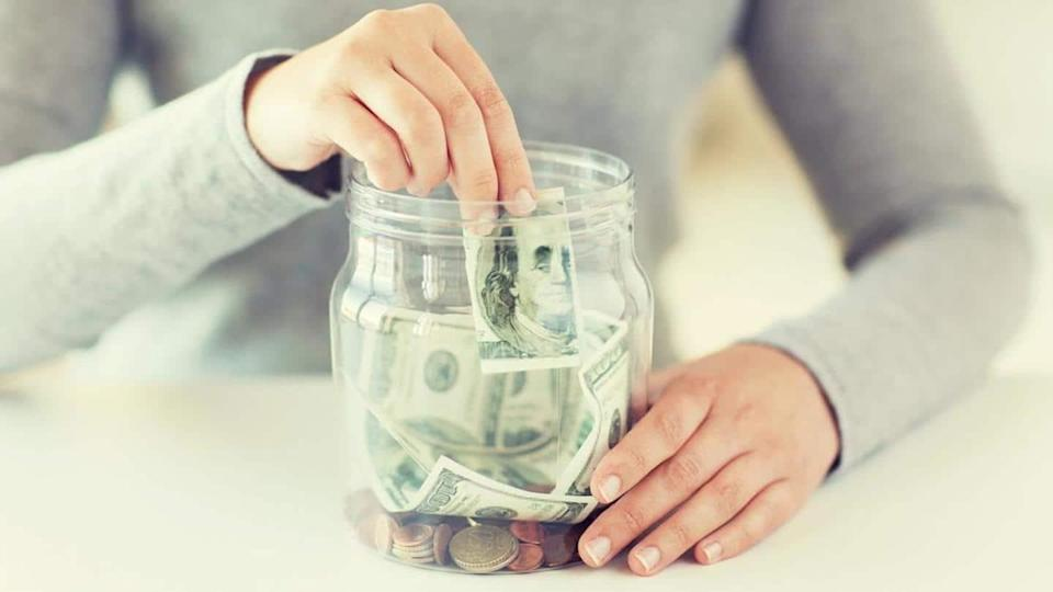 Super easy tips and strategies to save money every month
