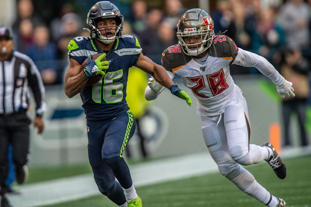 Seattle Seahawks wide receiver Tyler Lockett (16) suffered a serious leg bruise against the 49ers. (Photo by Michael Workman/Icon Sportswire via Getty Images)