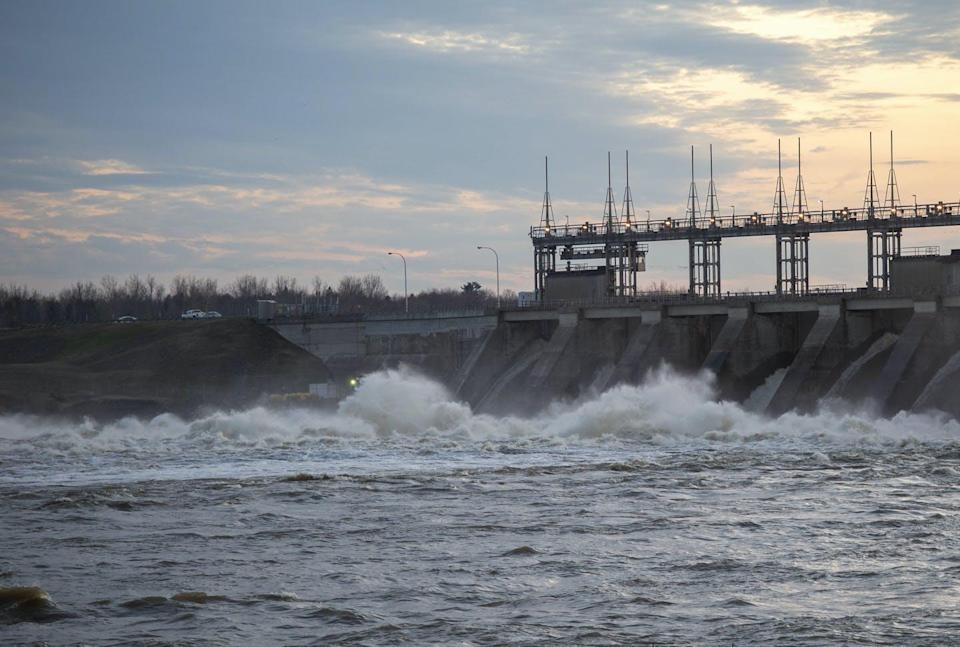 "<span class=""caption"">Water rushes through the Carillon Hydro electric dam in Québec.</span> <span class=""attribution""><span class=""source"">THE CANADIAN PRESS/Ryan Remiorz</span></span>"