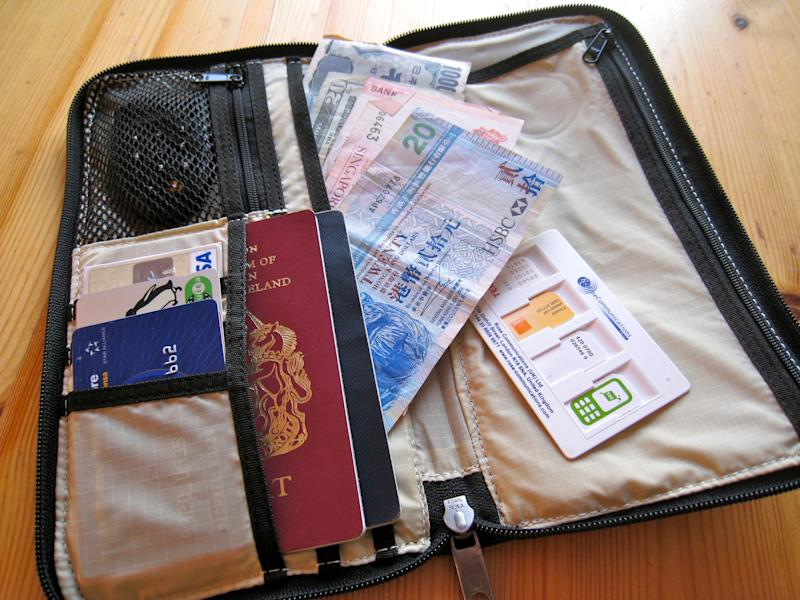 Here's when you should bring travelers checks on vacation